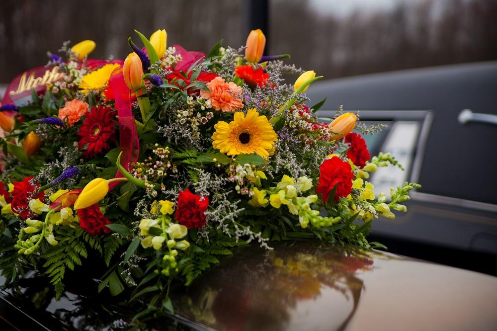 trâmites funerários flores